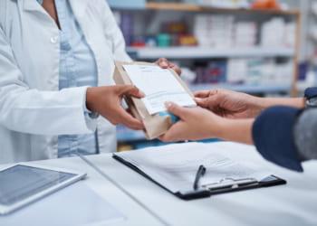 オンラインで処方箋の登録ができるアプリ「速薬」